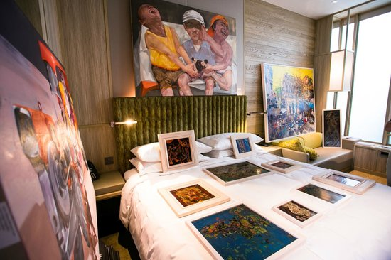 PARKROYAL on Pickering: DELUXE ROOM WITH VIETNAMESE ART WORKS