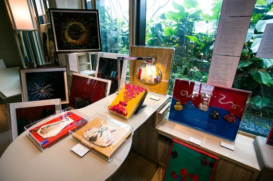 PARKROYAL on Pickering: DELUXE ROOM WITH KOREAN ART WORKS