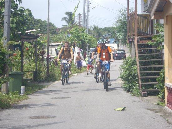 Paradesa Borneo: Riding through the Malay villages