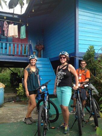Paradesa Borneo: Colorful Malay kampung houses