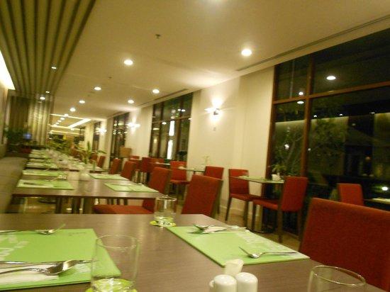 ibis Bangkok Riverside: restaurant