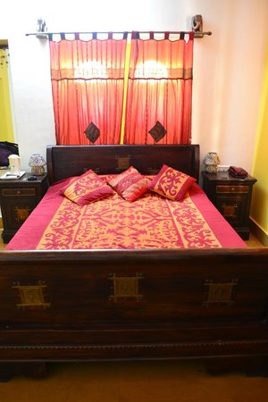 The Royale Jaisalmer: Bed