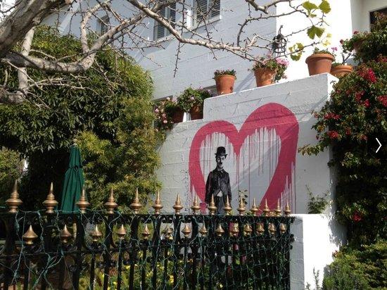 Cypress Inn: Courtyard