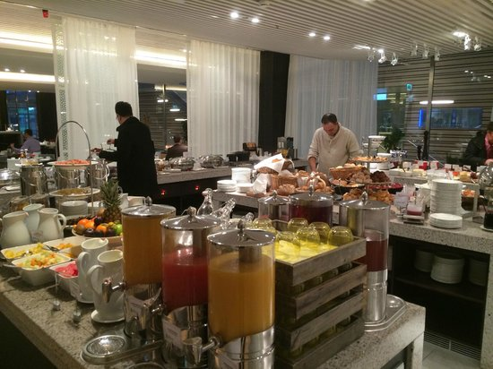 Radisson Blu Waterfront Hotel: Un buen Buffet