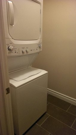 Kindersley Inn: Laundry room. Suite in new building