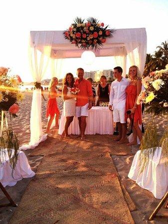 Krystal Ixtapa: Beach wedding