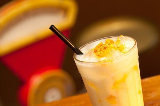 Meza Bar: Batida de Paçoca (Cachaça Nêga Fulô Carvalho, creme de leite, leite condensado e paçoca)