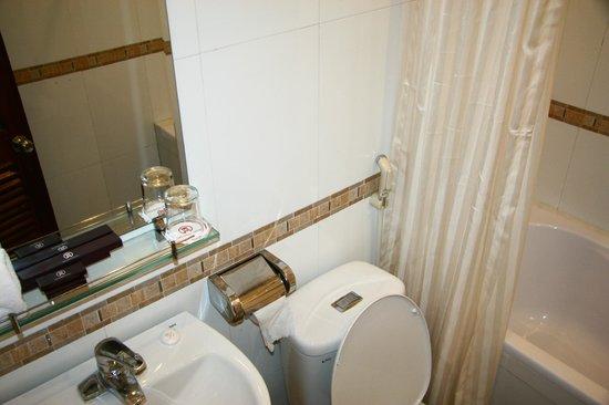 Lavish Centre Hotel: Ванная комната