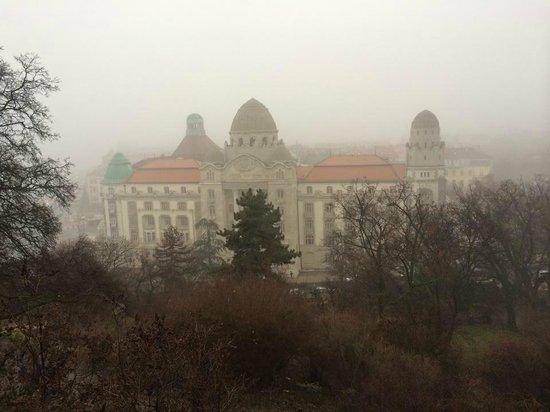 Free Budapest Walking Tours: Купальни Геллерт с одноимённой горы