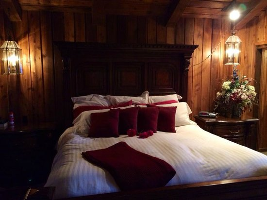 Alaskan Frontier Gardens Bed and Breakfast: Ivory Room