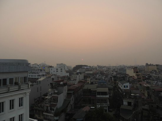 Hanoi Tirant Hotel: Tirant Hotel, Hanoi - Sunset from the cafe upstairs