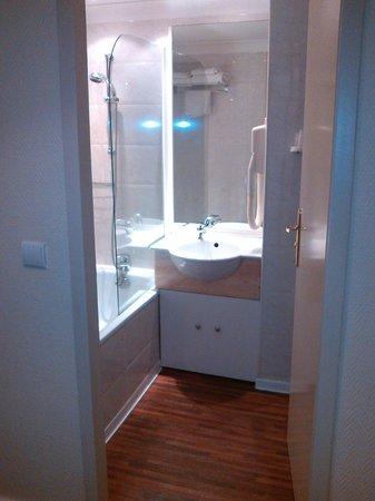 Best Western New York: vue de l'entrée vers salle de bains