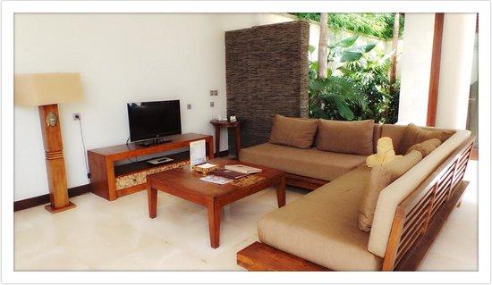 Mahagiri Villas Dreamland: Outdoor Lounge Area