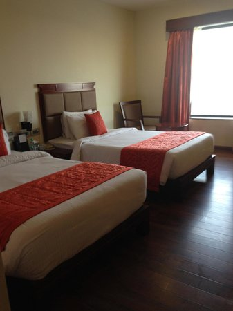 Fortune Select Grand Ridge : The twin bed room