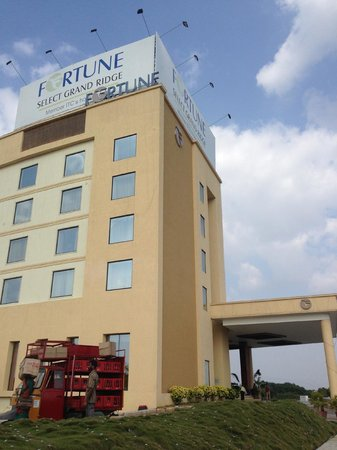 Fortune Select Grand Ridge : The hotel from outside!