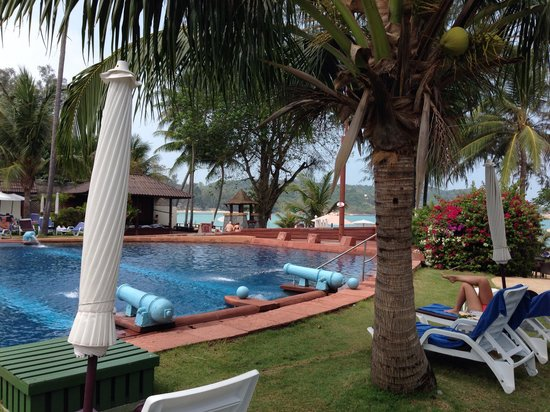Imperial Boat House Beach Resort: Pool by the beach
