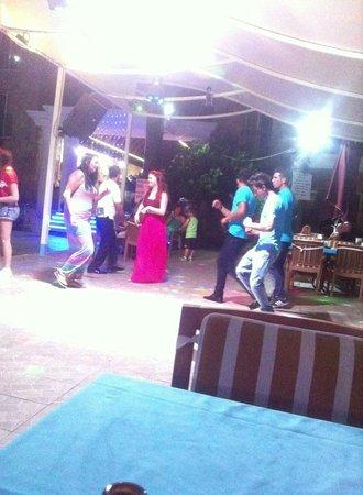 Club Dena: Staff og gæster