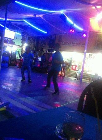 Club Dena: Staff der danser