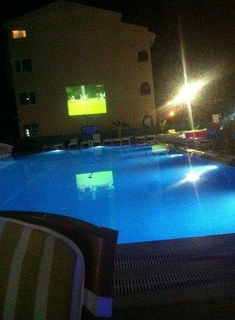 Club Dena: Den nye pool