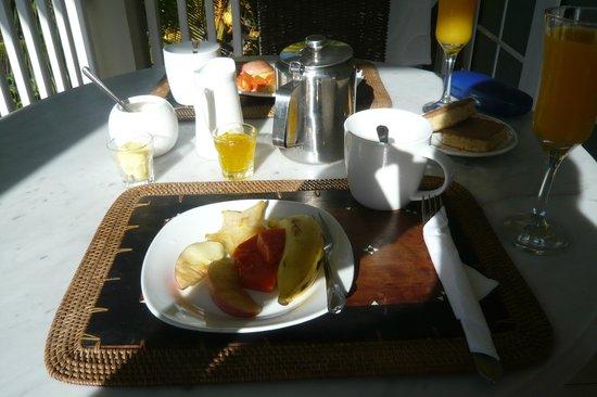Bord Mer Villa : Frühstück