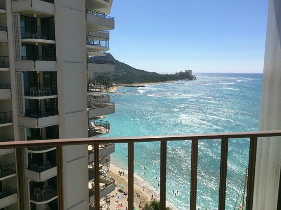 Outrigger Waikiki Beach Resort : Peek of Diamond Head and Blue waters