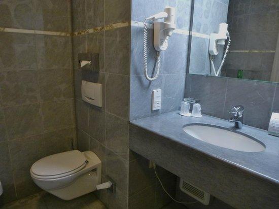 Luxe Badkamers Antwerpen : Badkamer foto van hotel hyllit antwerpen tripadvisor