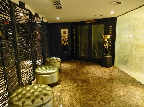 Hotel Hyllit: ingang naar de bar
