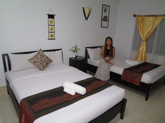 The Unique Angkor Villa: our room (and the hotel manager)
