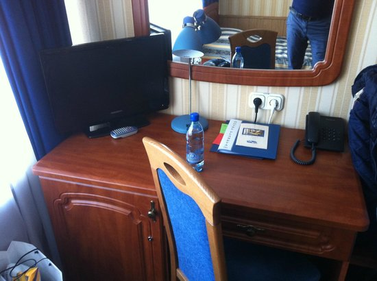 Hotel Planeta: Телевизор очень маленький