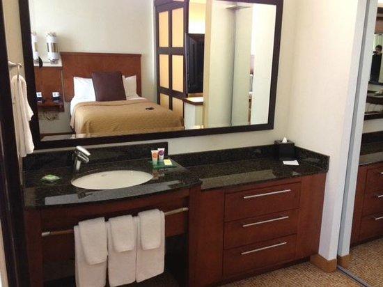 Comfort Suites: Lavabo
