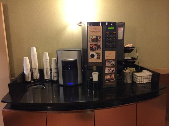 The Hotel at Times Square: Free coffee and cappuccino 24/7!