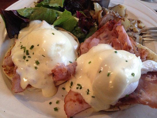 Bowman's Tavern: Eggs Benedict