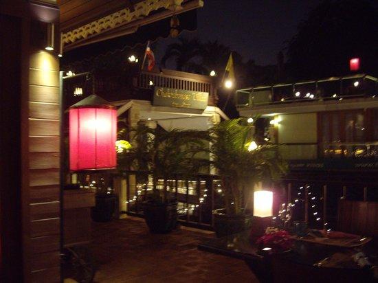 Chakrabongse Villas: Courtyard/restuarant