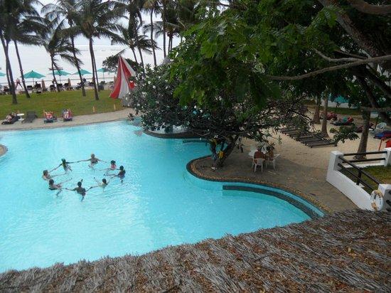 Bamburi Beach Hotel: uitzicht dakterras restaurant