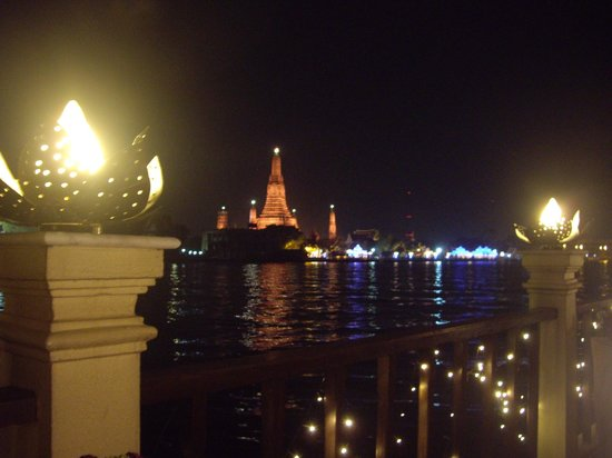 Chakrabongse Villas: View of Wat Arun