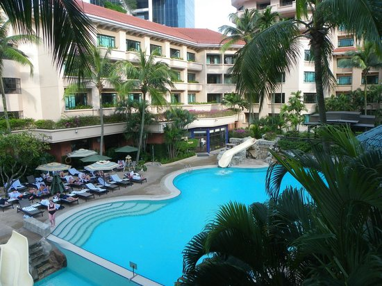 Swissotel Merchant Court Singapore: Vue sur piscine