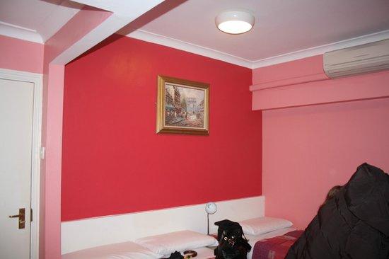Cherry Court Hotel : chambre