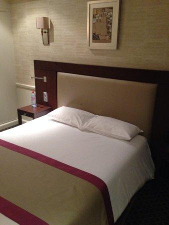Hotel Elysees Union: Lit