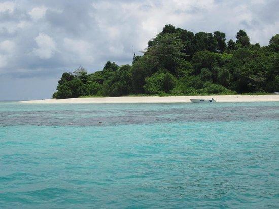 Lankayan Island Dive Resort: Första anblicken av den ö vi skulle visstat på.