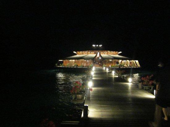 Lankayan Island Dive Resort: När mörkret föll så drog man efter andan..Så vackert !