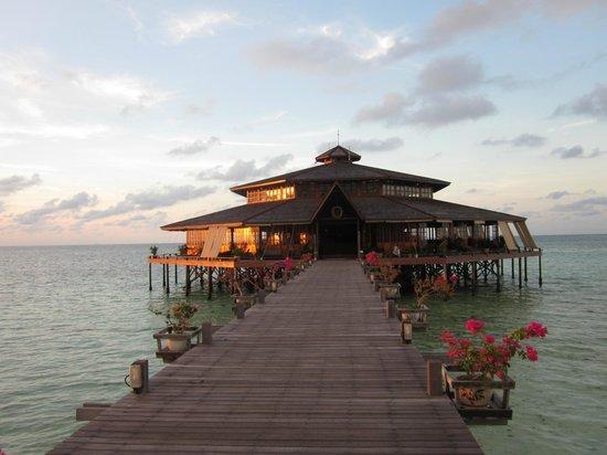 Lankayan Island Dive Resort: Även morgon ljuset gav sin tjusning.
