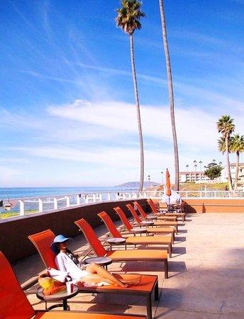 SeaCrest OceanFront Hotel: pool side @ seacrest hotel