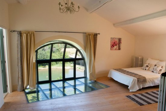 Moulin de Pattus: River End gite masterbed with views to river