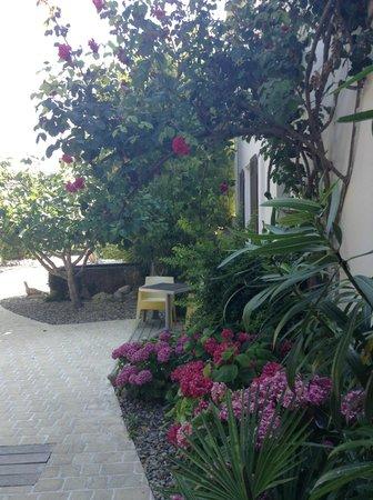 Hotel Restaurant l'Ocean : Внутренняя территория отеля
