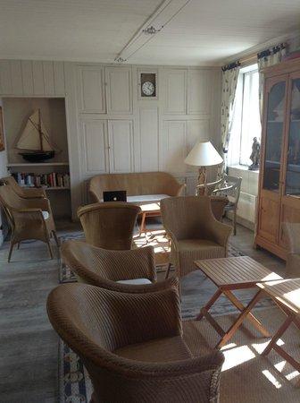 Hotel Restaurant l'Ocean : Комната отдыха в отеле рядом с ресепшен
