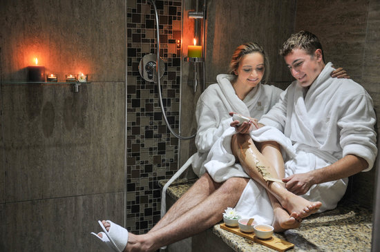 The Fairview Collection, Tzaneen: Couple relaxing in the Rasul - detox Therapy