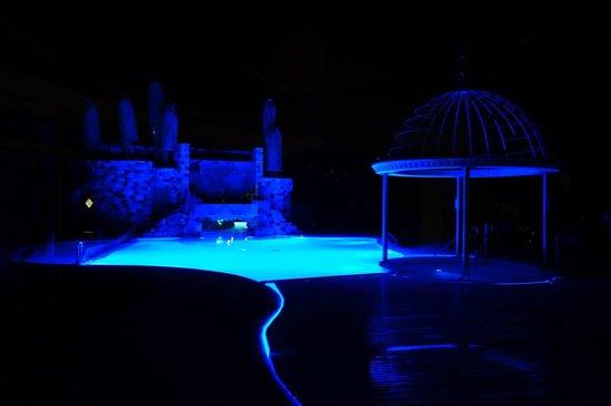 Luxury DolceVita Resort Preidlhof: La piscina di notte...