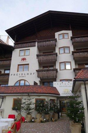 Luxury DolceVita Resort Preidlhof: L'ingresso per i pedoni...