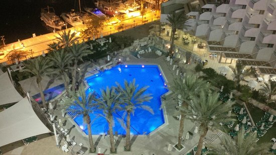 Crowne Plaza Hotel Eilat : Pool are view from room
