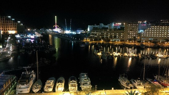 Crowne Plaza Hotel Eilat : View from room at night